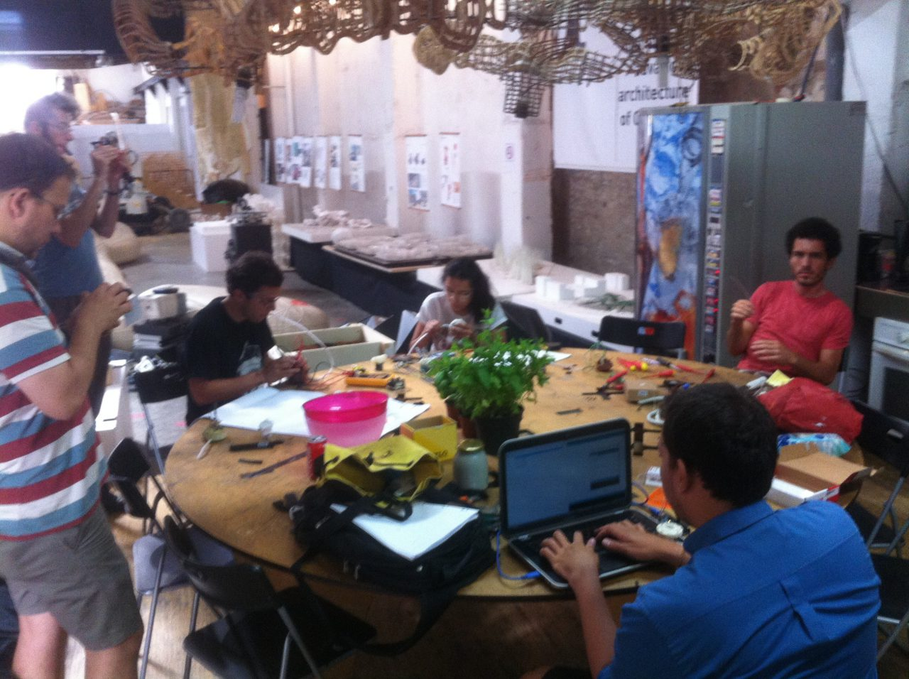 [ Activitats i tallers ] BIT (build it together) taller de construcció col·lectiva d'eines per a agricultors urbans.