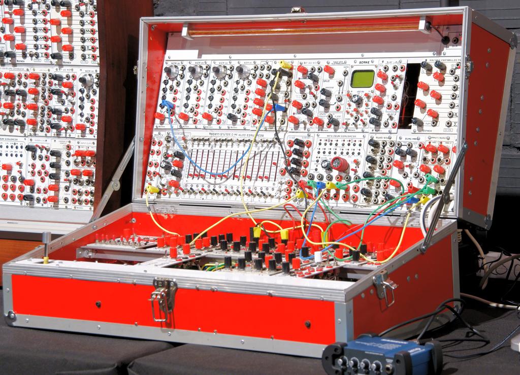 [ Dijous Oberts ]  Introducció al format de sintetitzadors Eurorack per Befaco