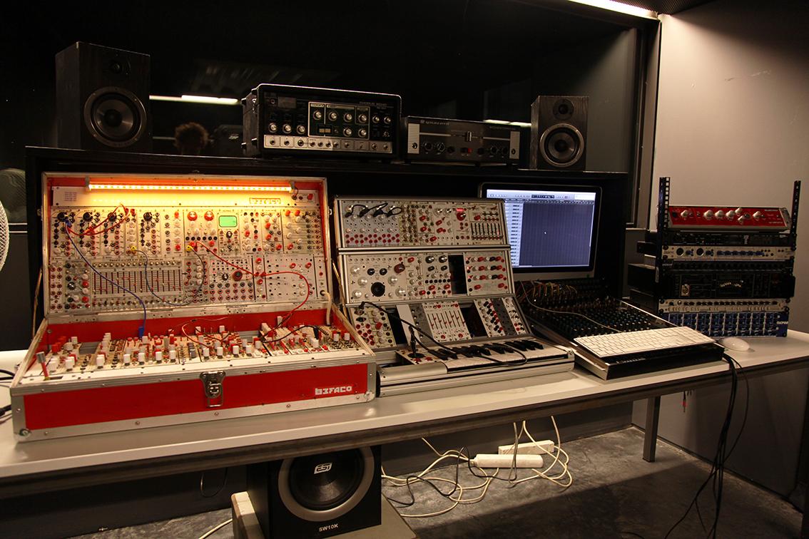 [ Dijous Oberts ] Monogràfics modulars: Xerrades sobre els sistemes modulars de síntesi sonora i la seva tècnica, amb Befaco