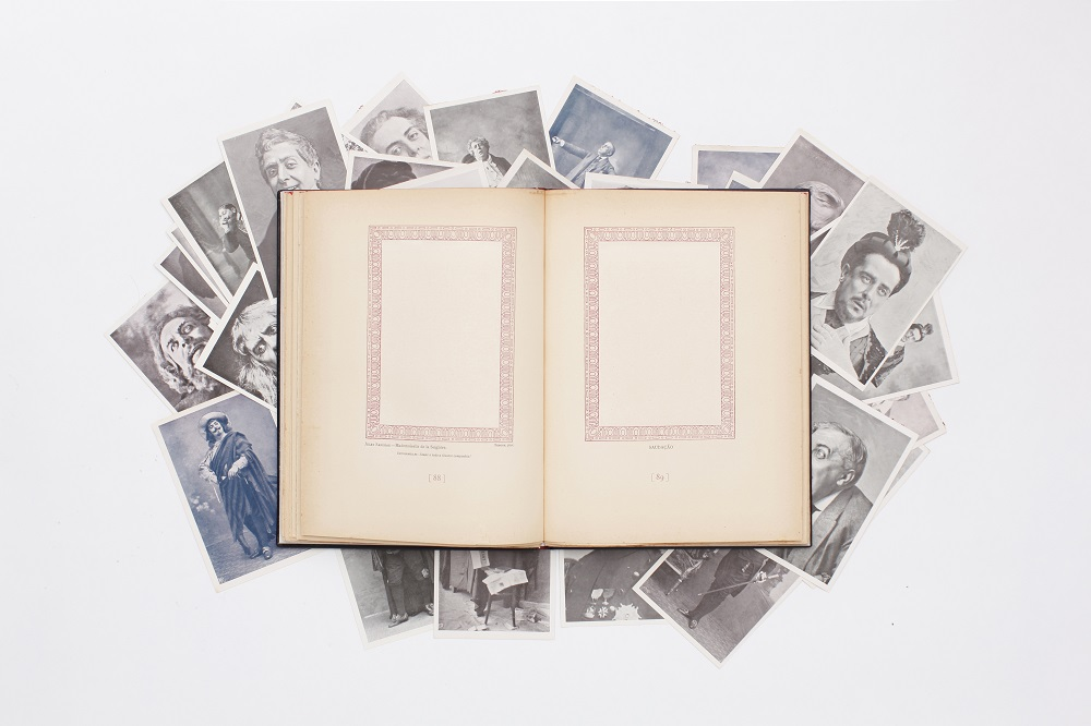La biblioteca infinita (Haris Epaminonda i Daniel Gustav Cramer)